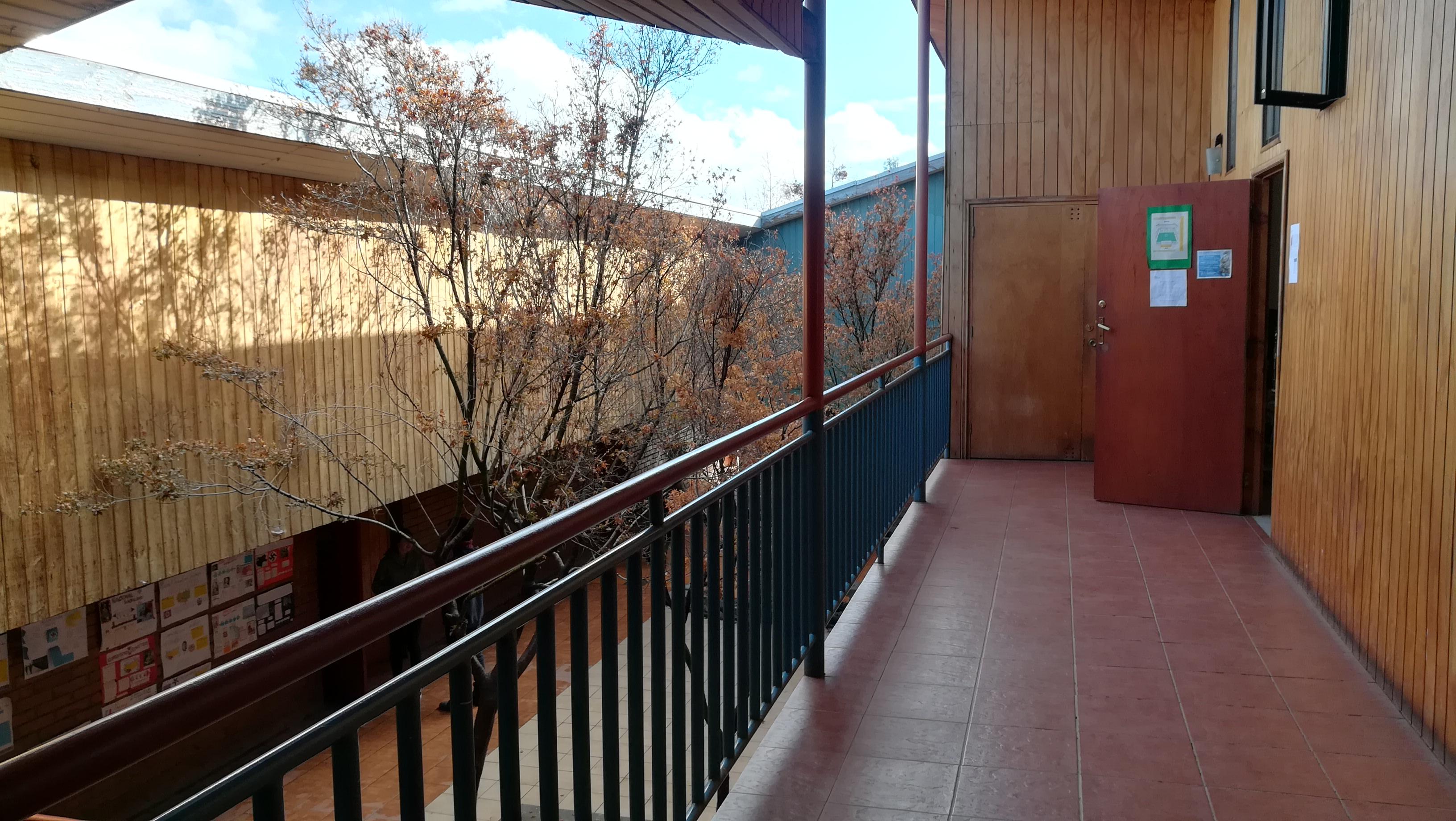 <span class='slide-title'><p>Vista pasillo 2do piso</p></span>